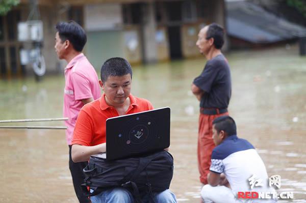 """网络红军吹响集结号 在惊涛中做新媒体的""""急先锋"""""""